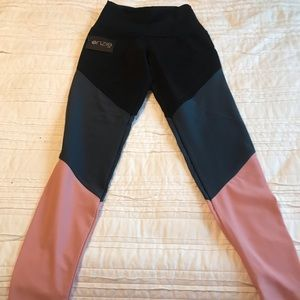 Onzie NWT High Rise Track Leggings Blush Combo